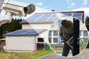 התקנת מצלמות אבטחה במסגרת שיפוץ בבית
